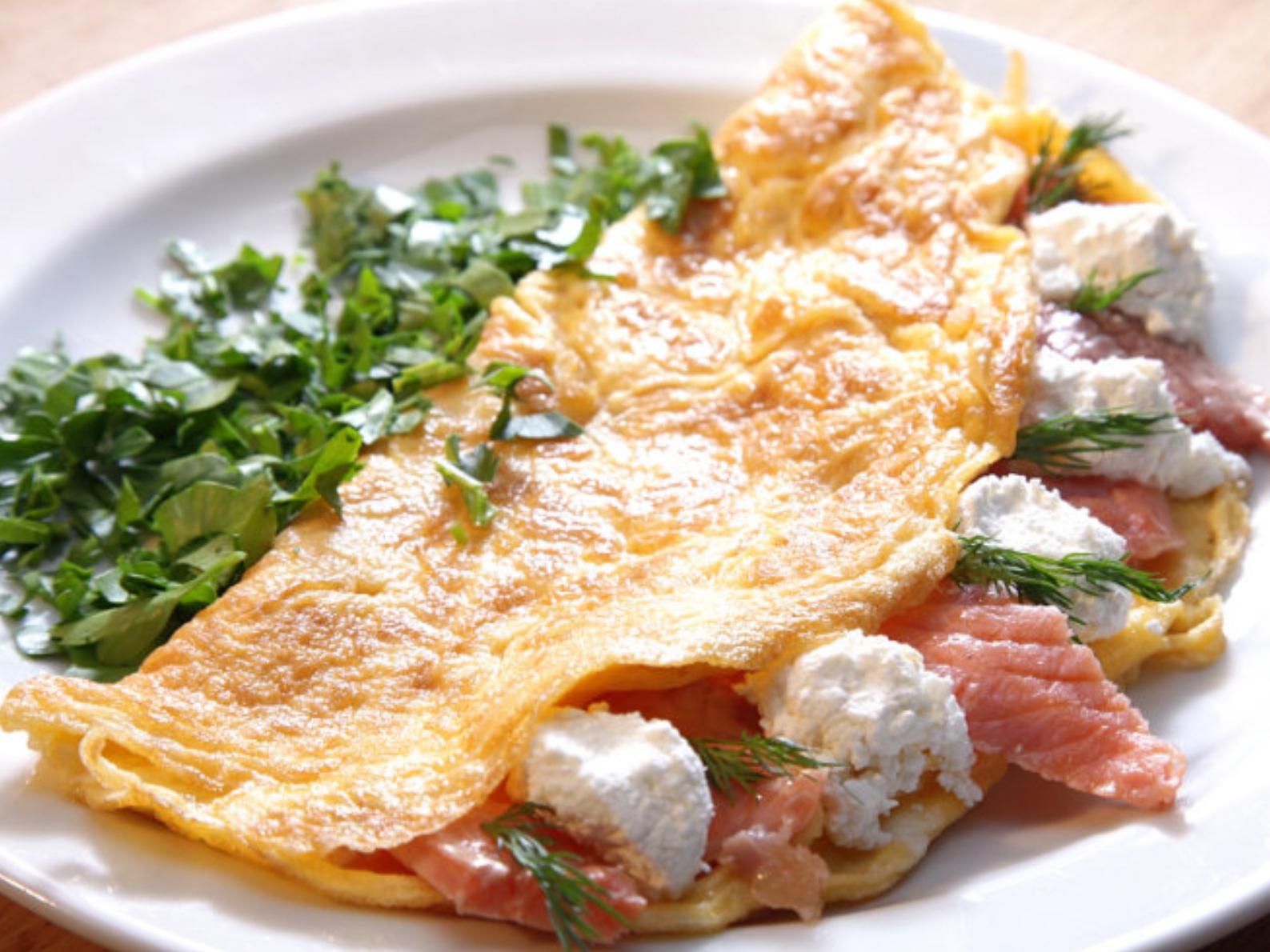 Омлет с лососем