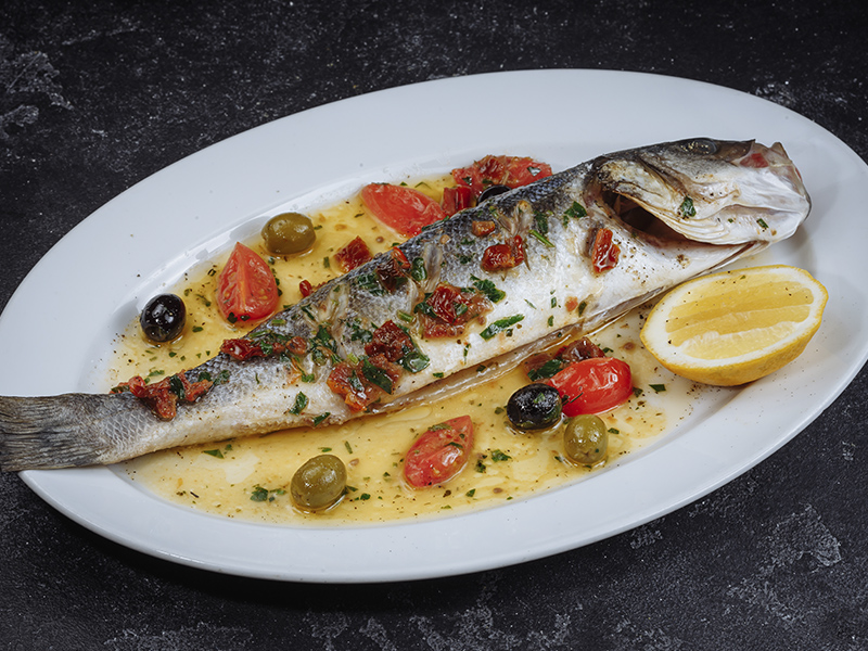 Целая рыбка сибас