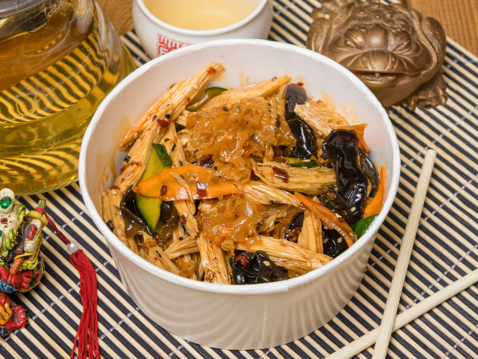 Китайская спаржа с древесными грибами
