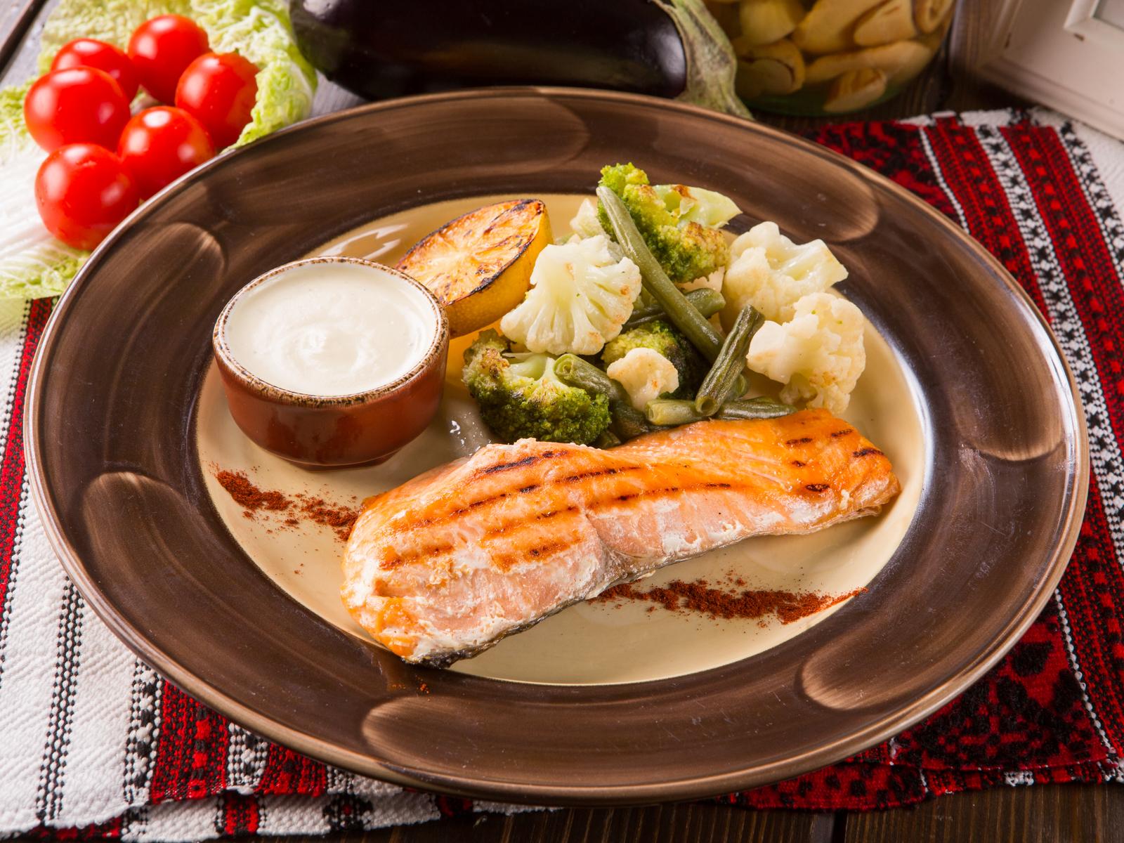 Лосось с овощами на гриле или пару