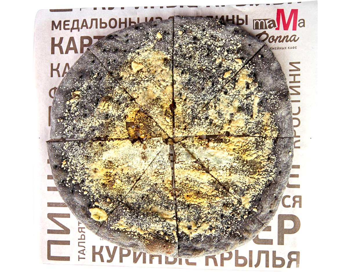 Фокаччо с чернилами каракатицы и сыром Грана Падано