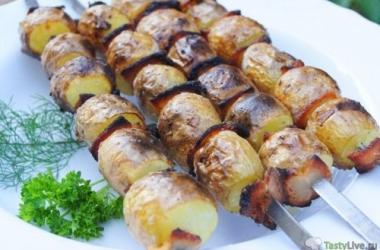 Молодой картофель с салом