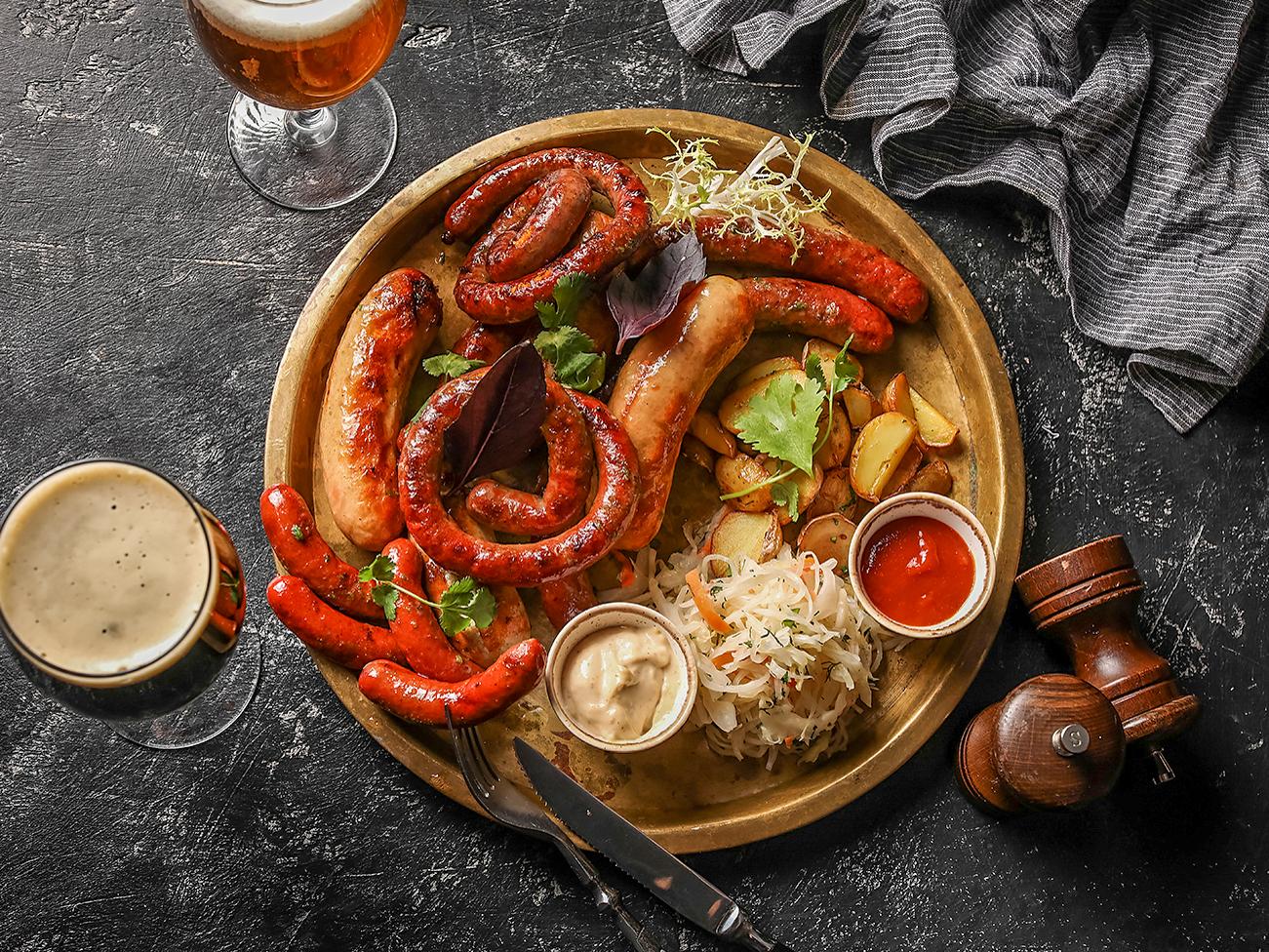 Большое ассорти колбасок гриль