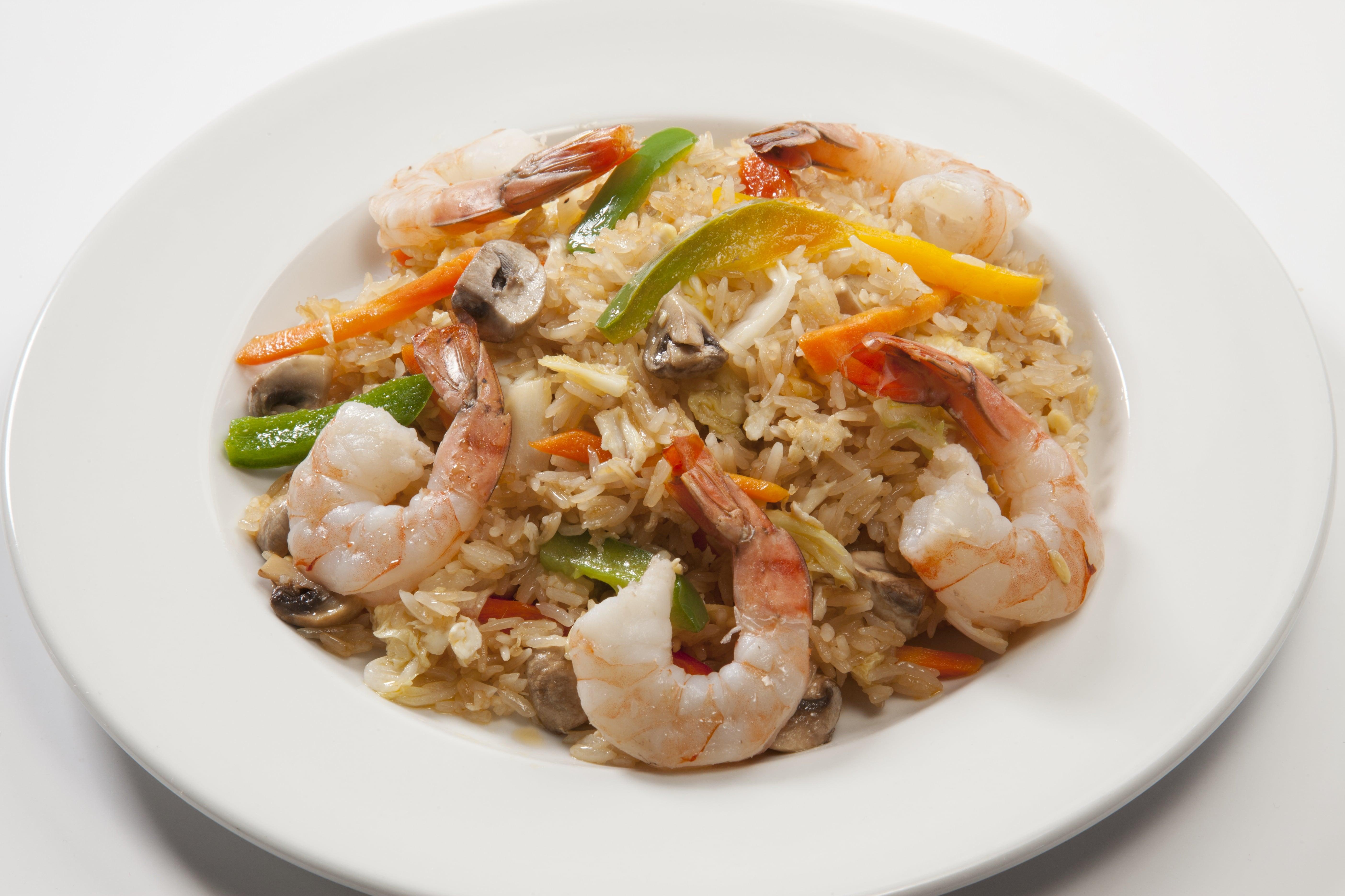Креветки с тайским рисом и  овощами Као Пад Кунг