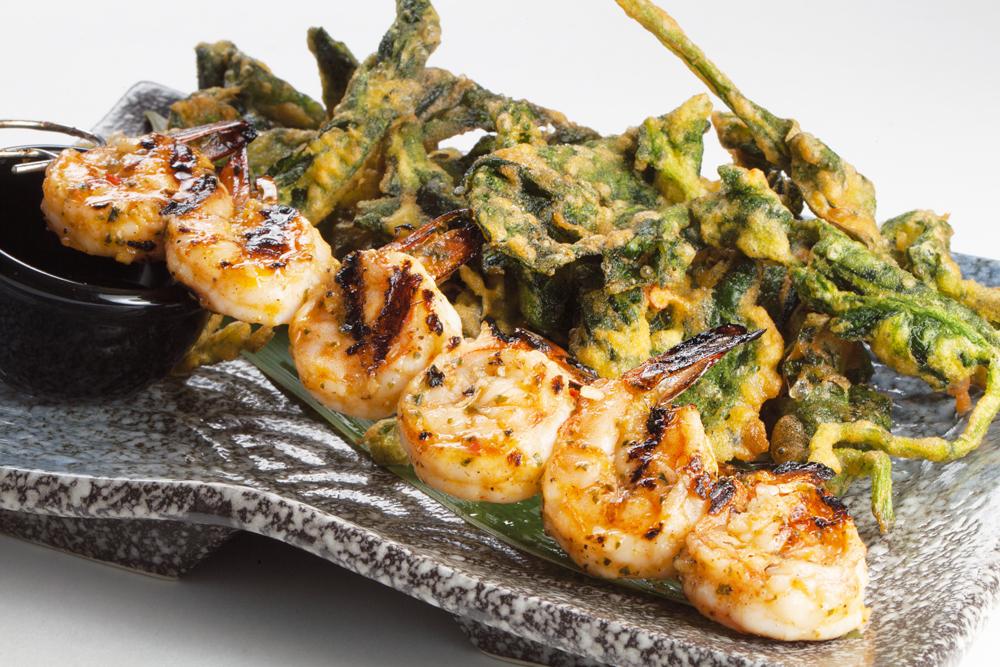 Тайские креветки с хрустящим шпинатом