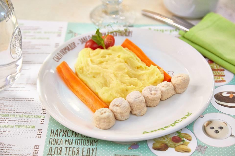 Картофельная тележка с фрикадельками из индейки