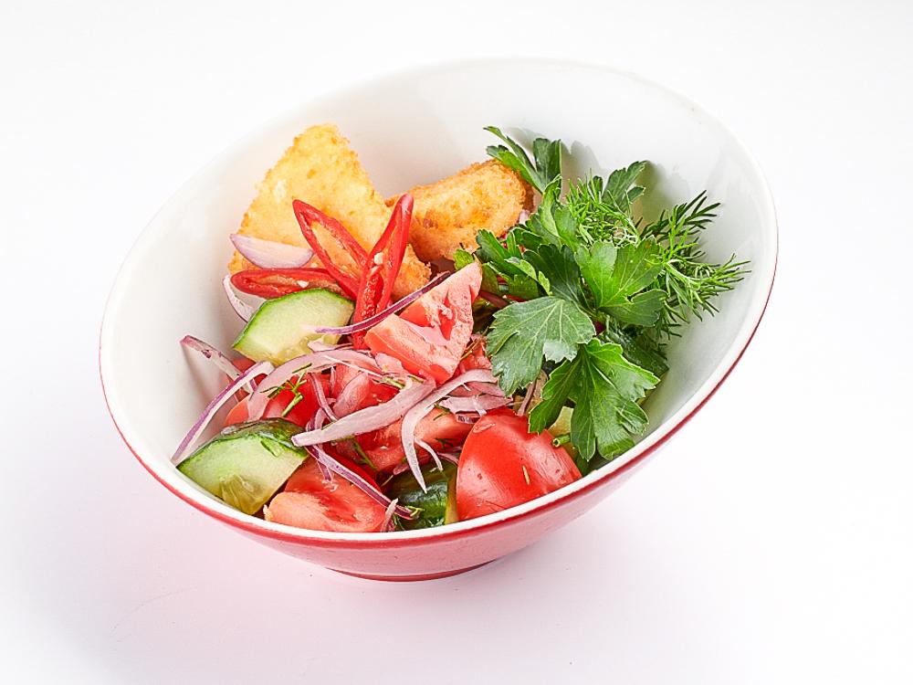 Овощной салат по-грузински с сыром сулугуни