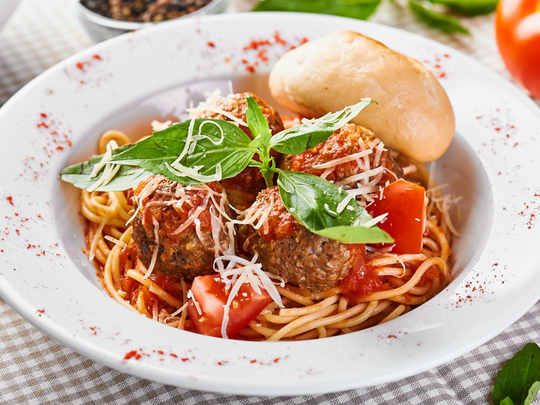 Спагетти с мясными шариками