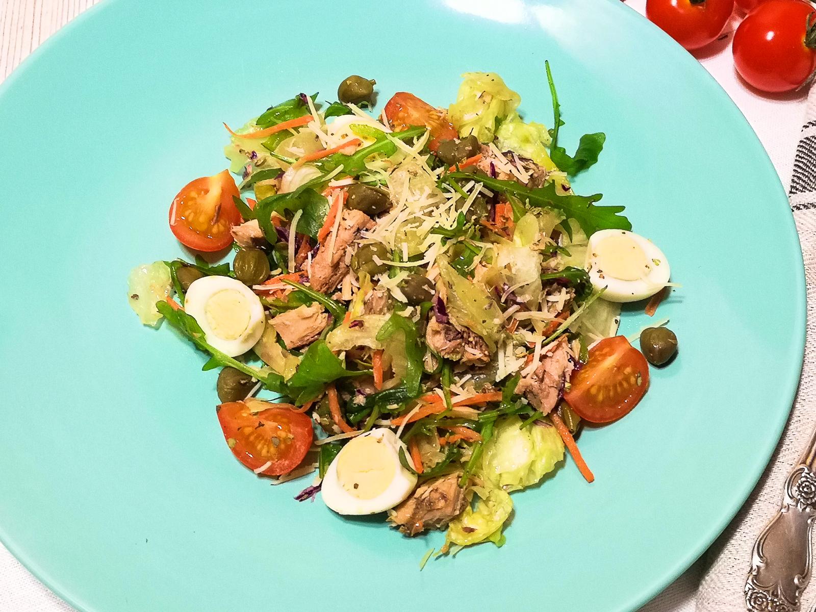Лёгкий салат с тунцом По-провански