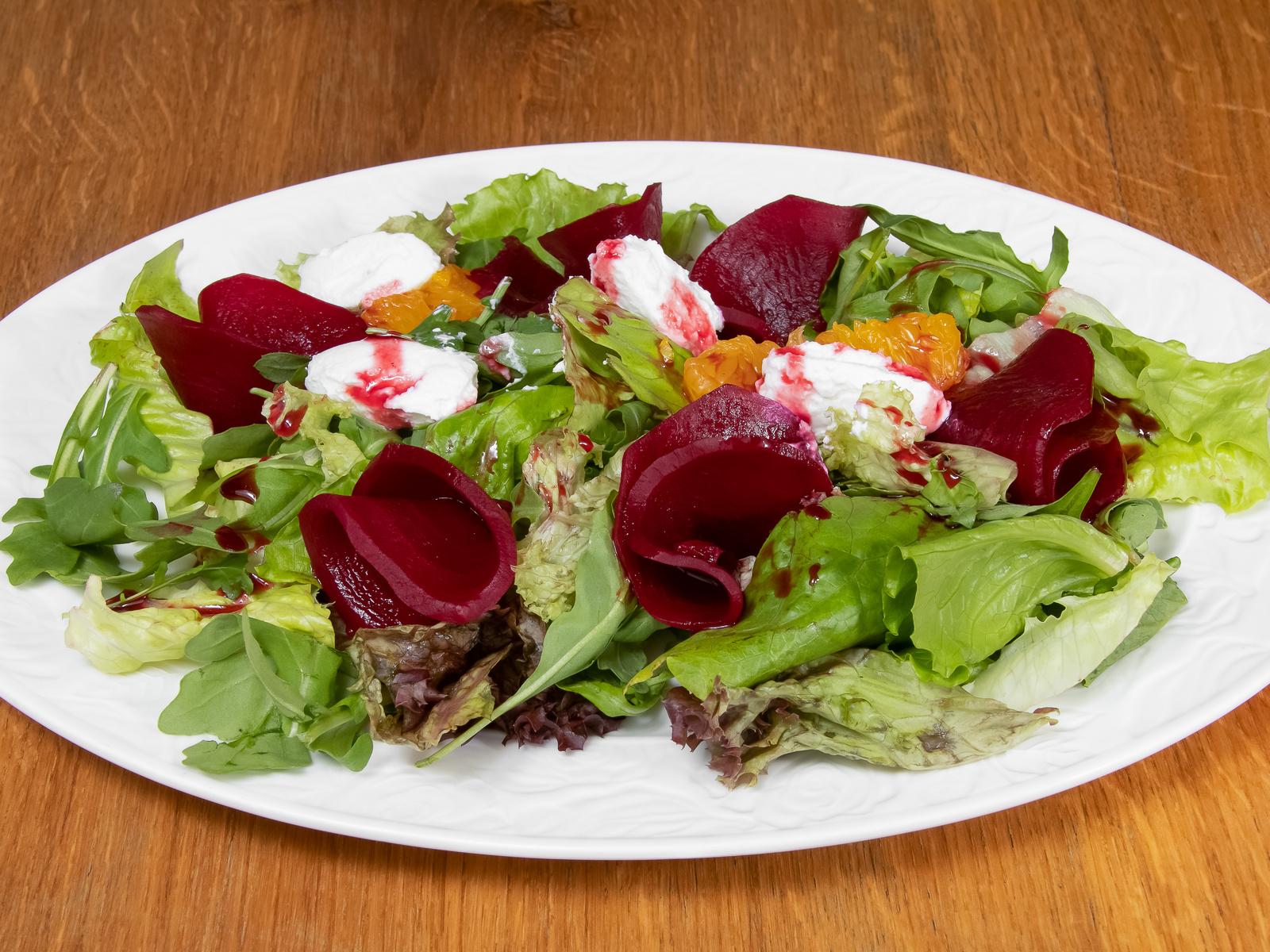 Салат из свекольных лепестков