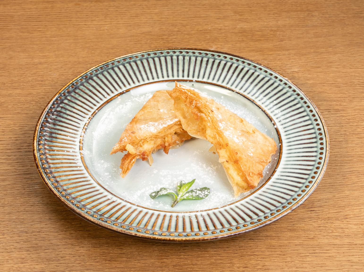 Греческий пирог с кремом Бугаца