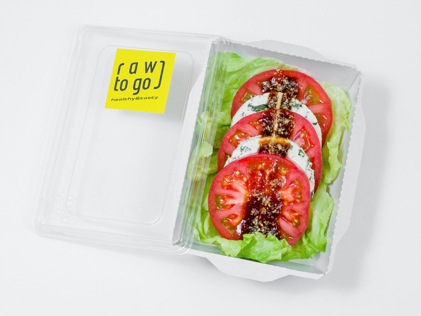 Сыроедческий салат Капрезе