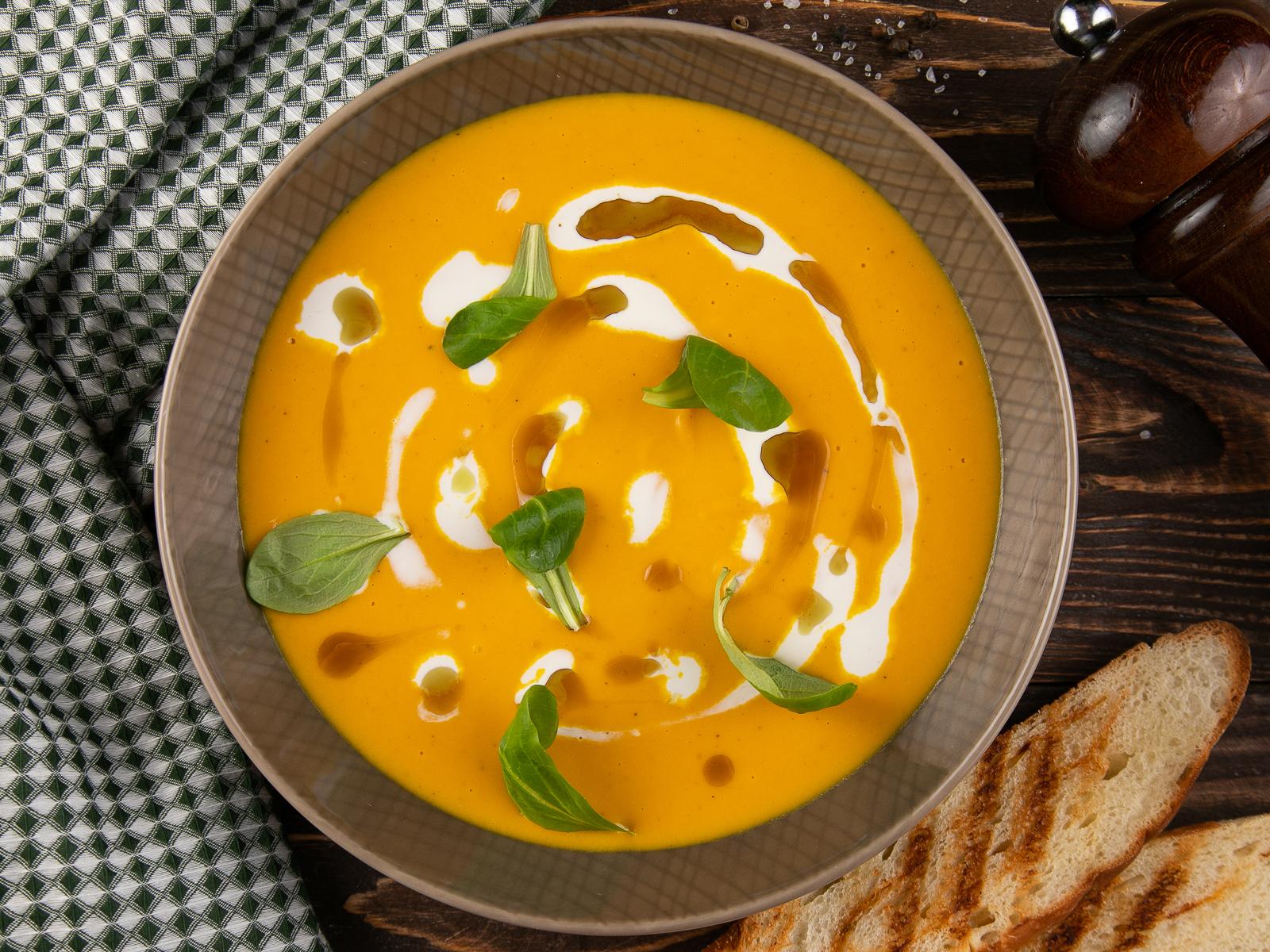 Тыквенный крем суп со страчателлой
