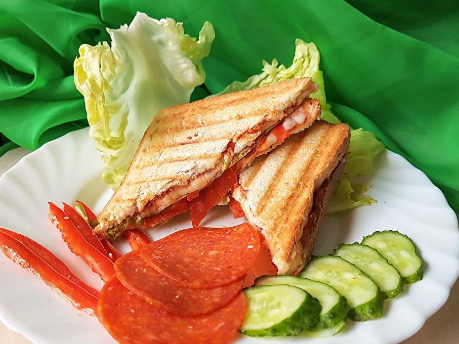 Гриль-сэндвич с пепперони