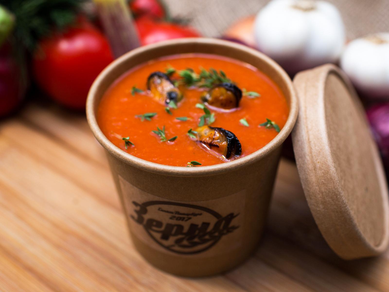 Томатный суп с топпингом на выбор
