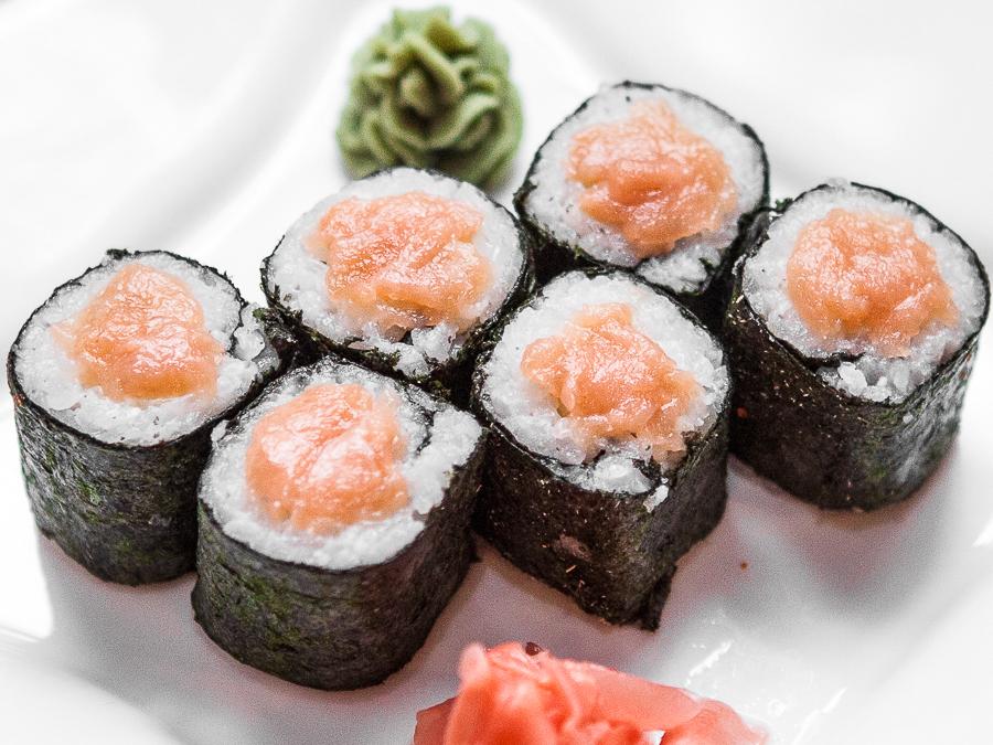 Ролл с лососоем