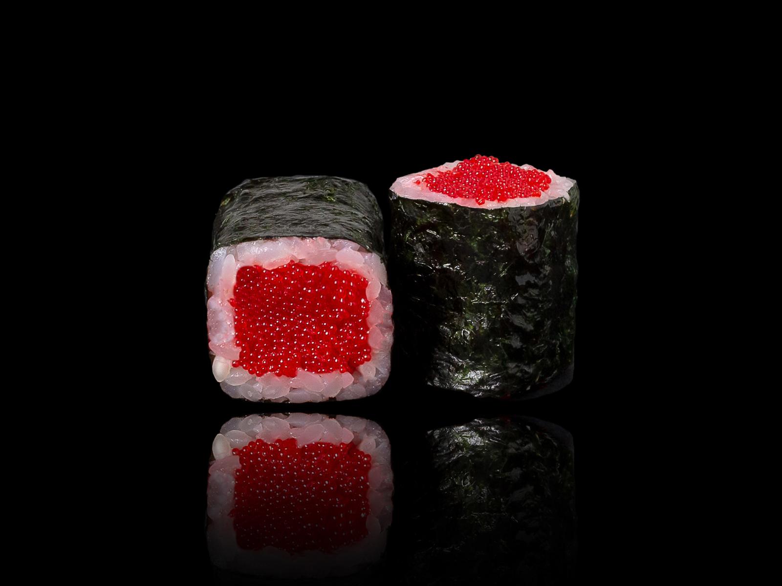 Ролл с красной тобикой