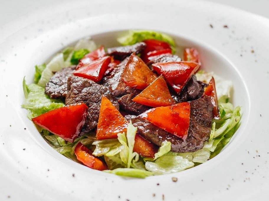 Салат теплый с говяжьей вырезкой