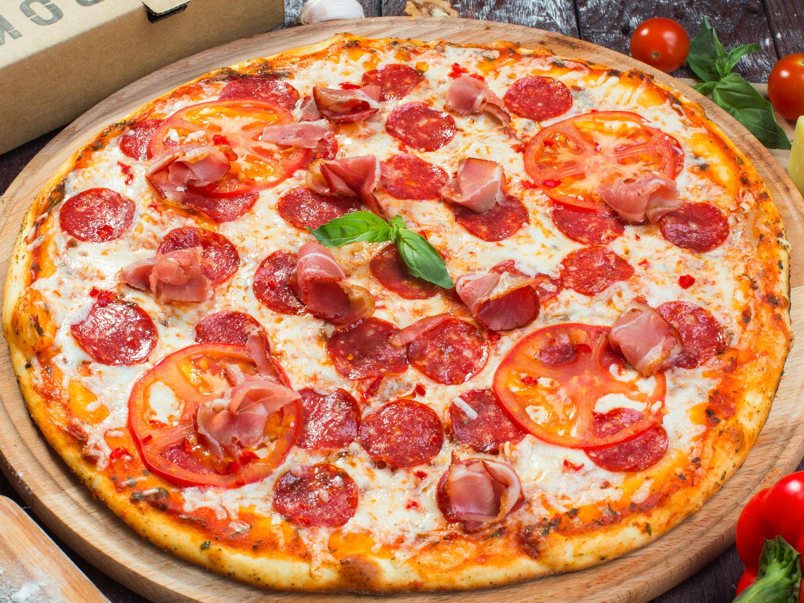 Пицца Сальсича на толстом тесте