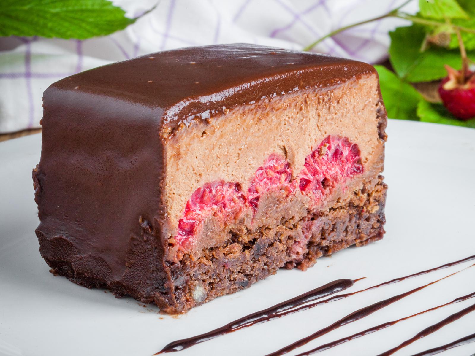Шоколадно-малиновое пирожное