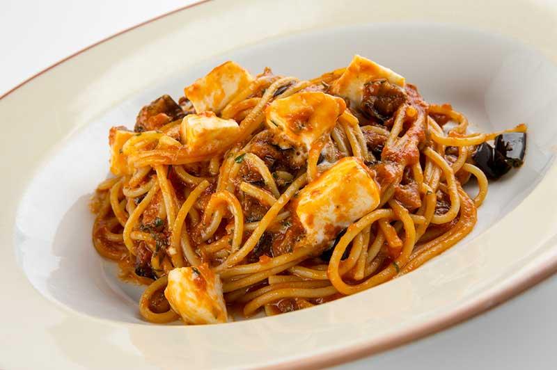 Спагетти с рагу из баклажан