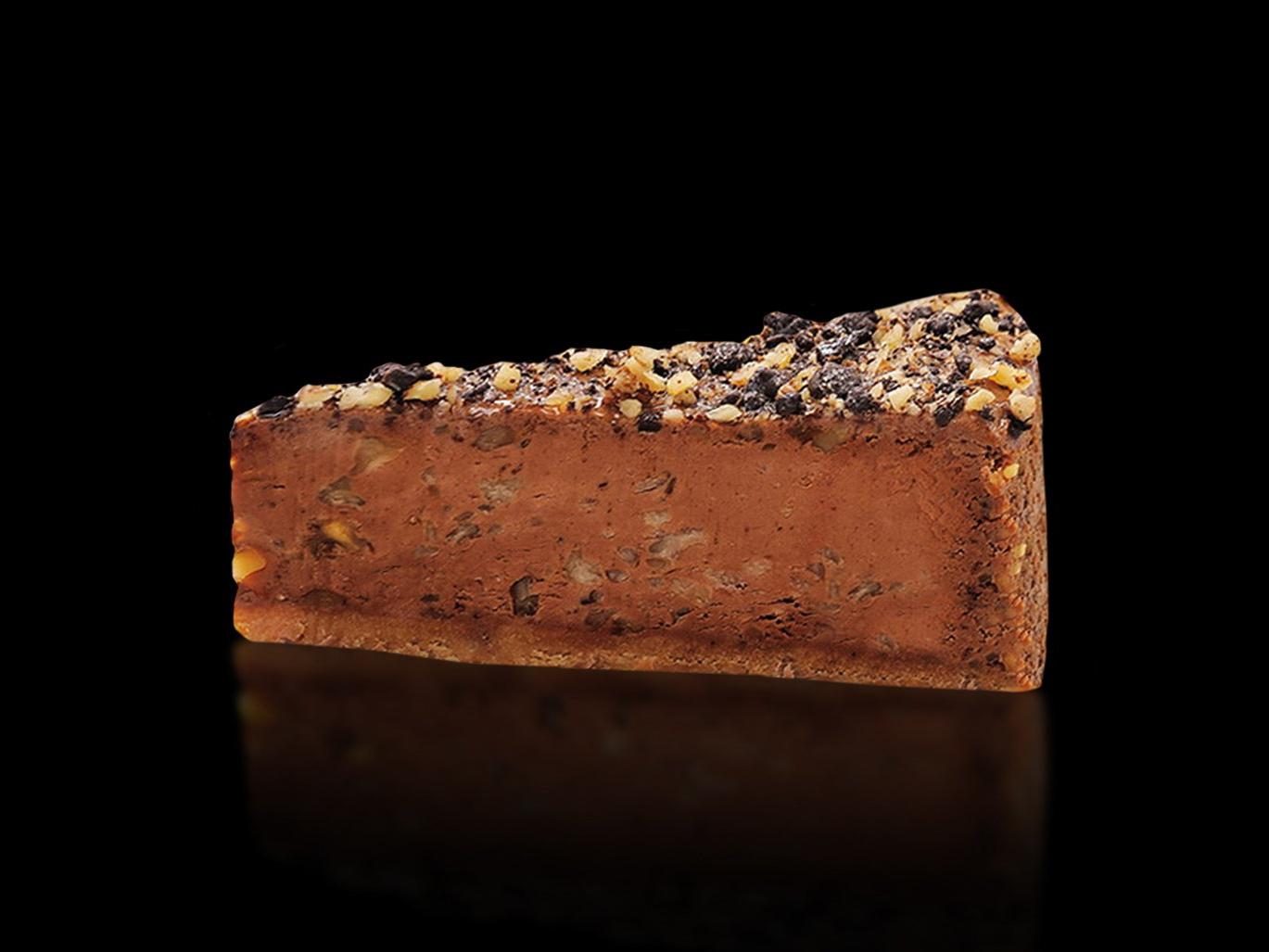 Десерт Чизкейк с шоколадом и орехами