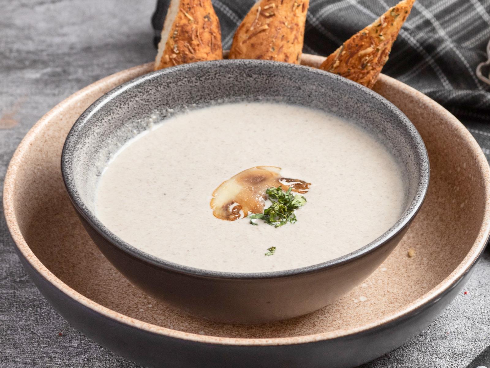 Крем-суп грибной с трюфельным маслом и грисинни
