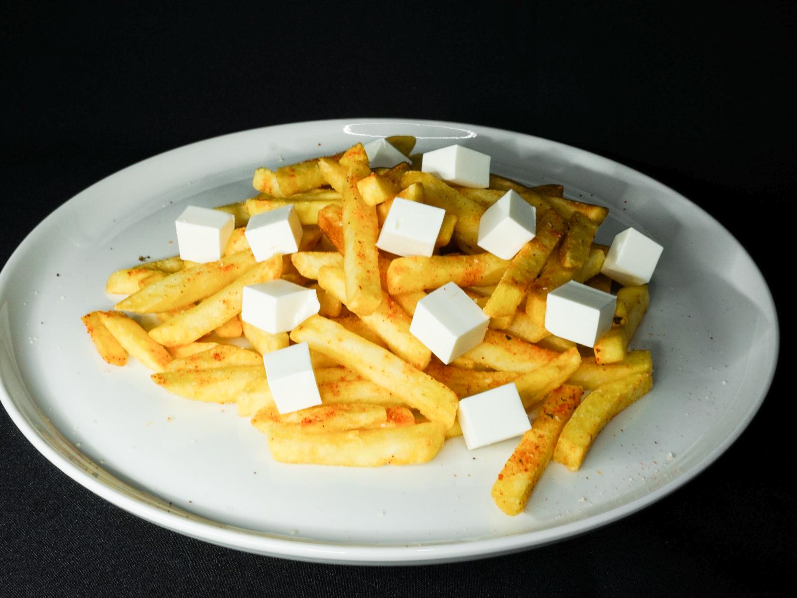 Картофель фри с брынзой