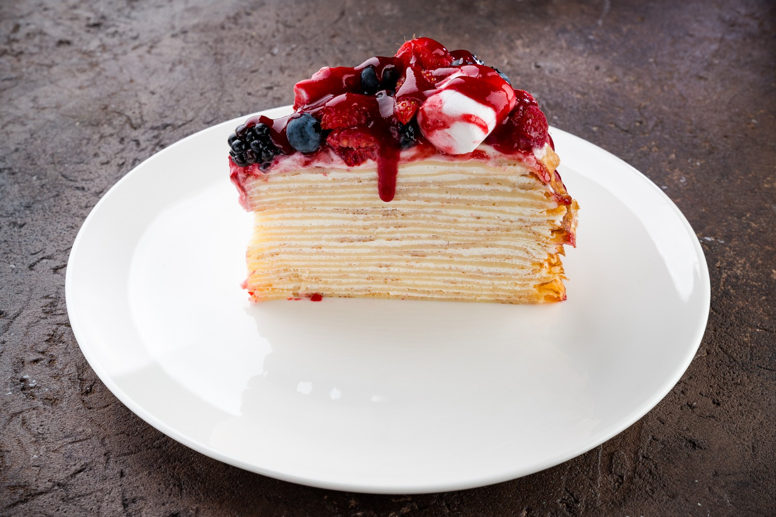 Блинный торт с ягодами