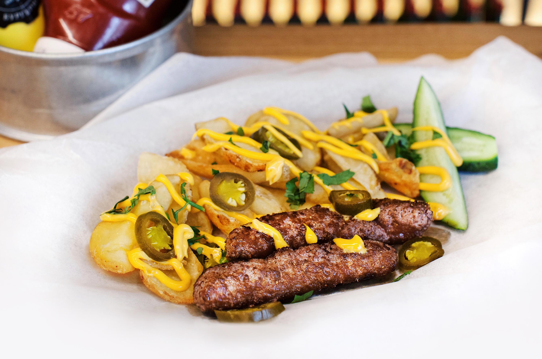 Чевапчичи с картофельными слайсами и острым перцем халапеньо