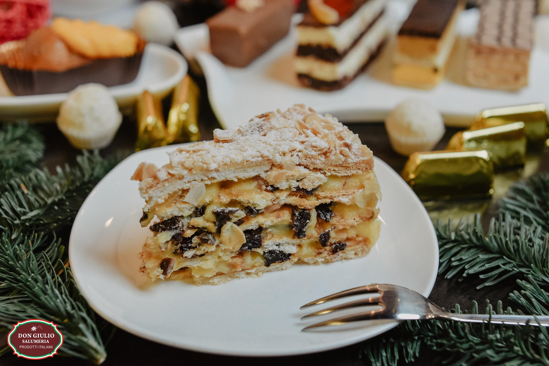 Торт Миндальный с черносливом