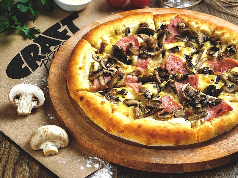 Пицца c ветчиной и грибами