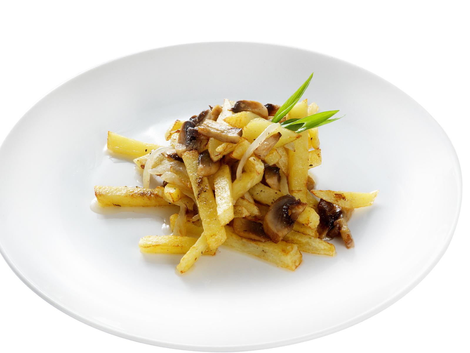 Картофель жареный с луком и грибами