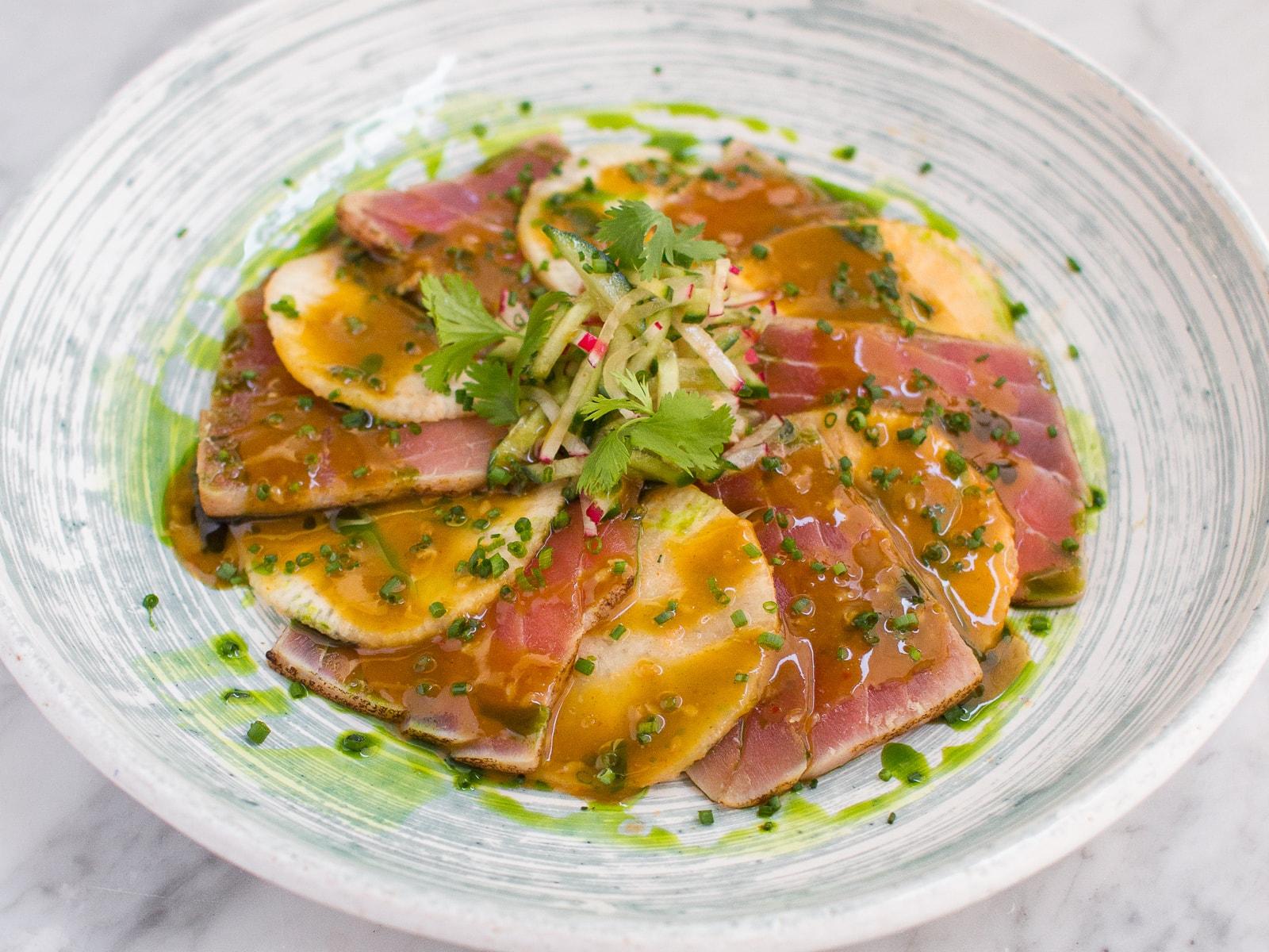Татаки из тунца с маринованным дайконом