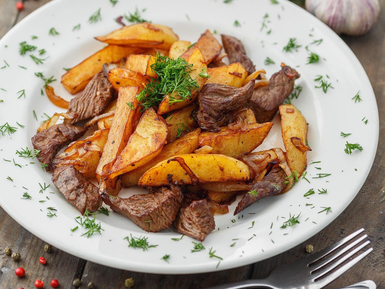 Говяжья вырезка жареная с картофелем
