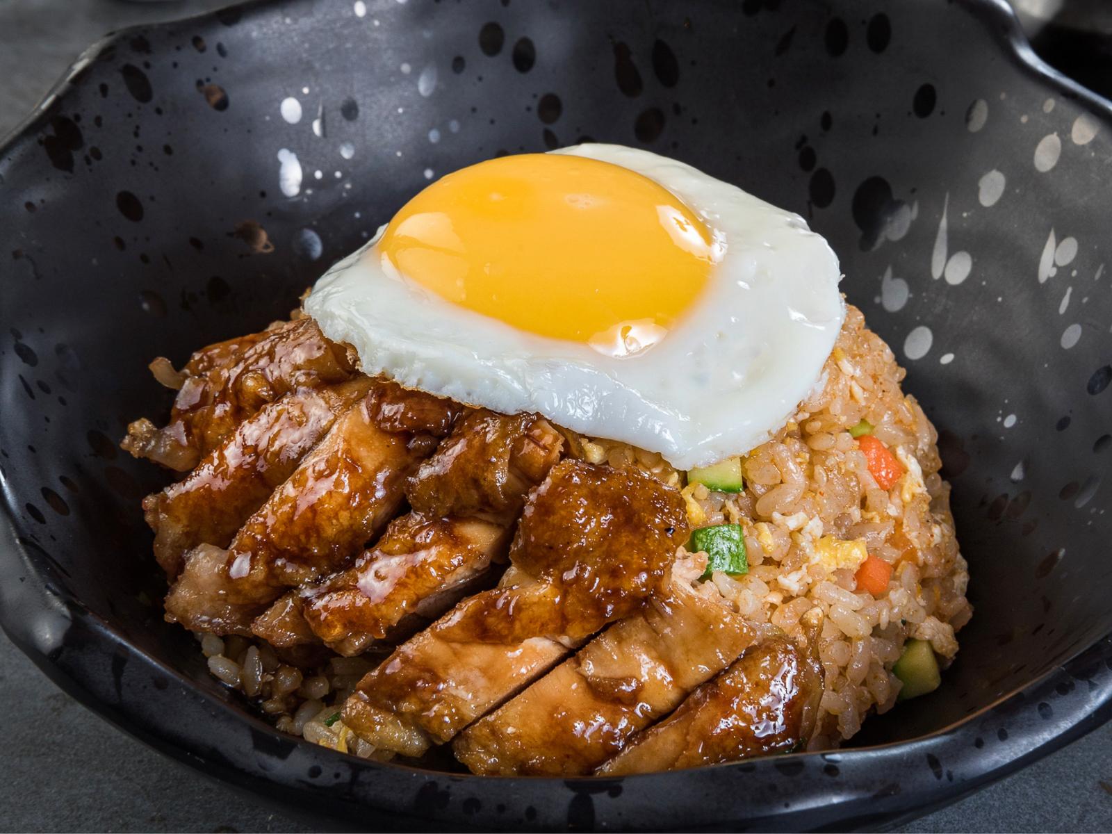 Рис с овощами, тонкацу из свинины