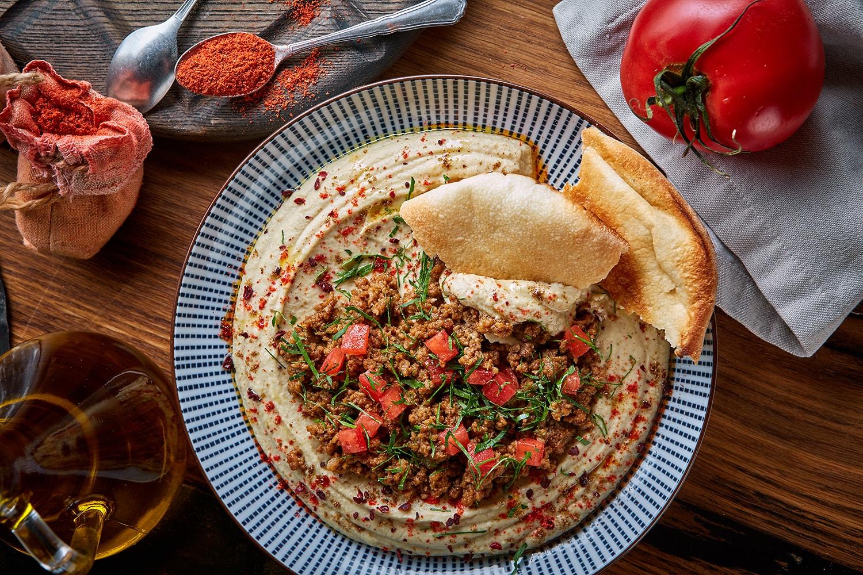 Хумус с рубленой телятиной