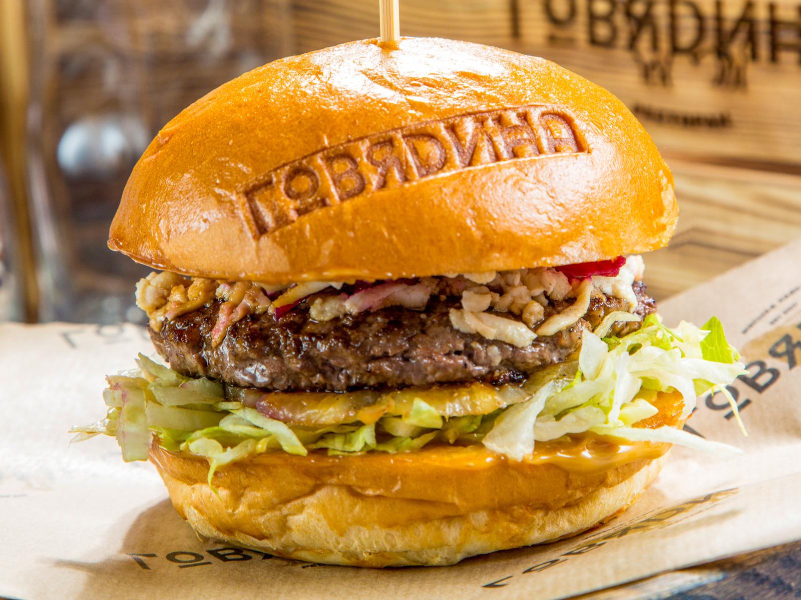 Бургер с говядиной и соусом терияки