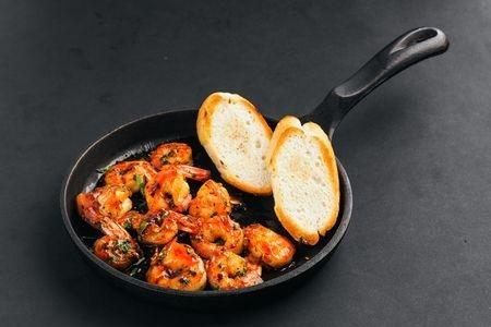 Лангустины жареные с топленым маслом и чесноком