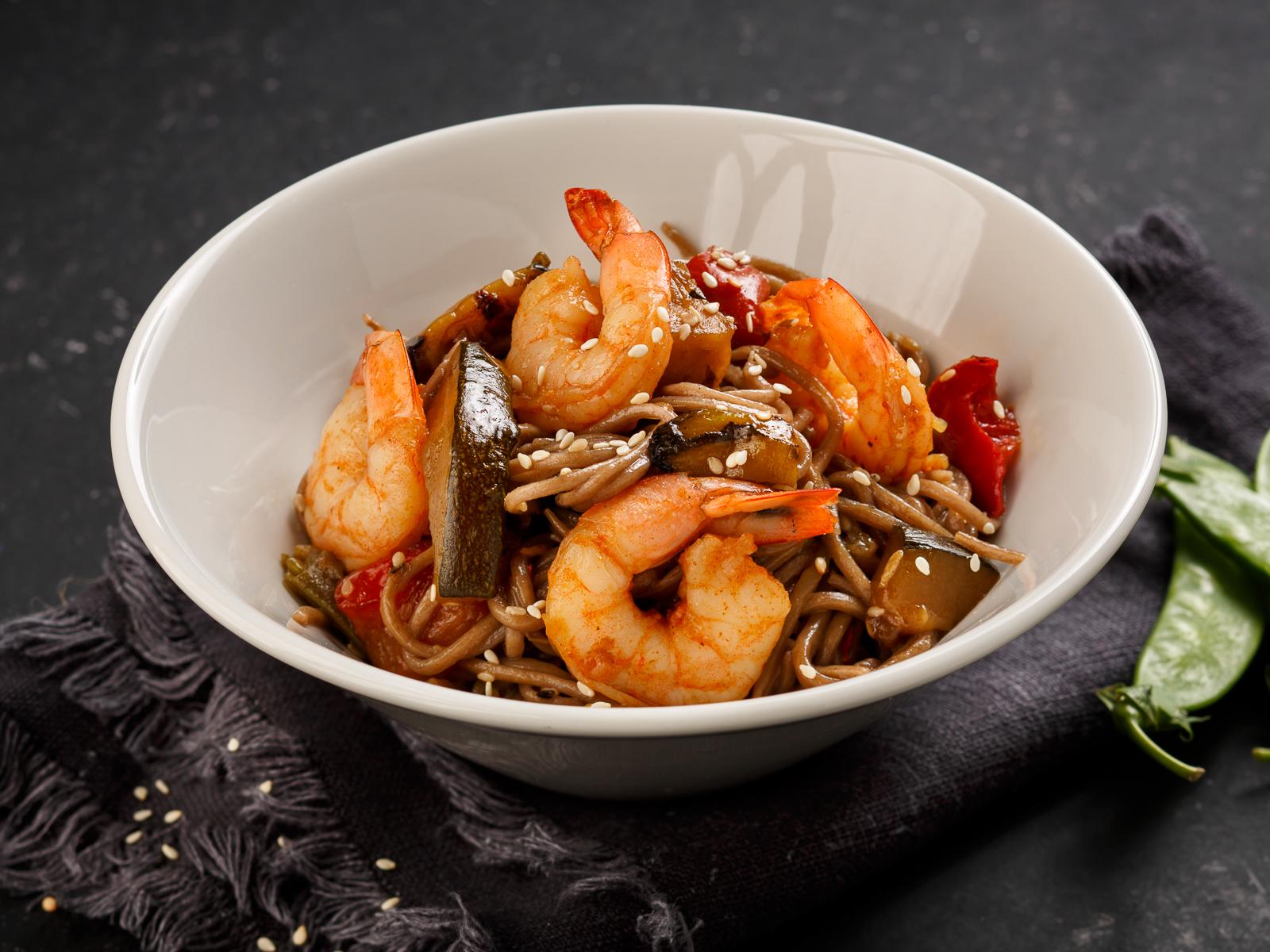 Лапша по-азиатски с креветками