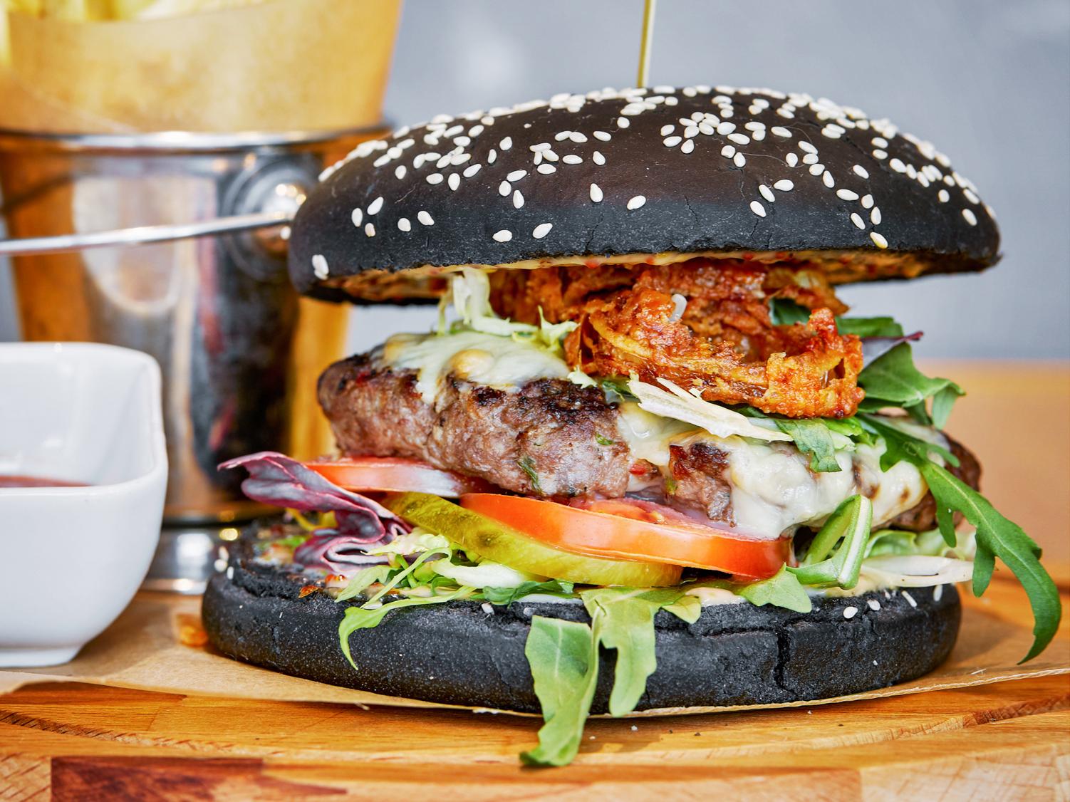 Черный бургер с бараниной