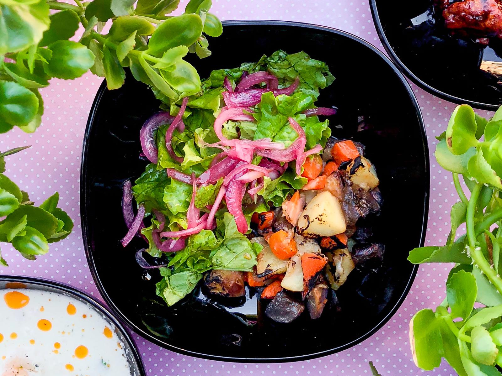 Салат с вешенками и маринованным луком