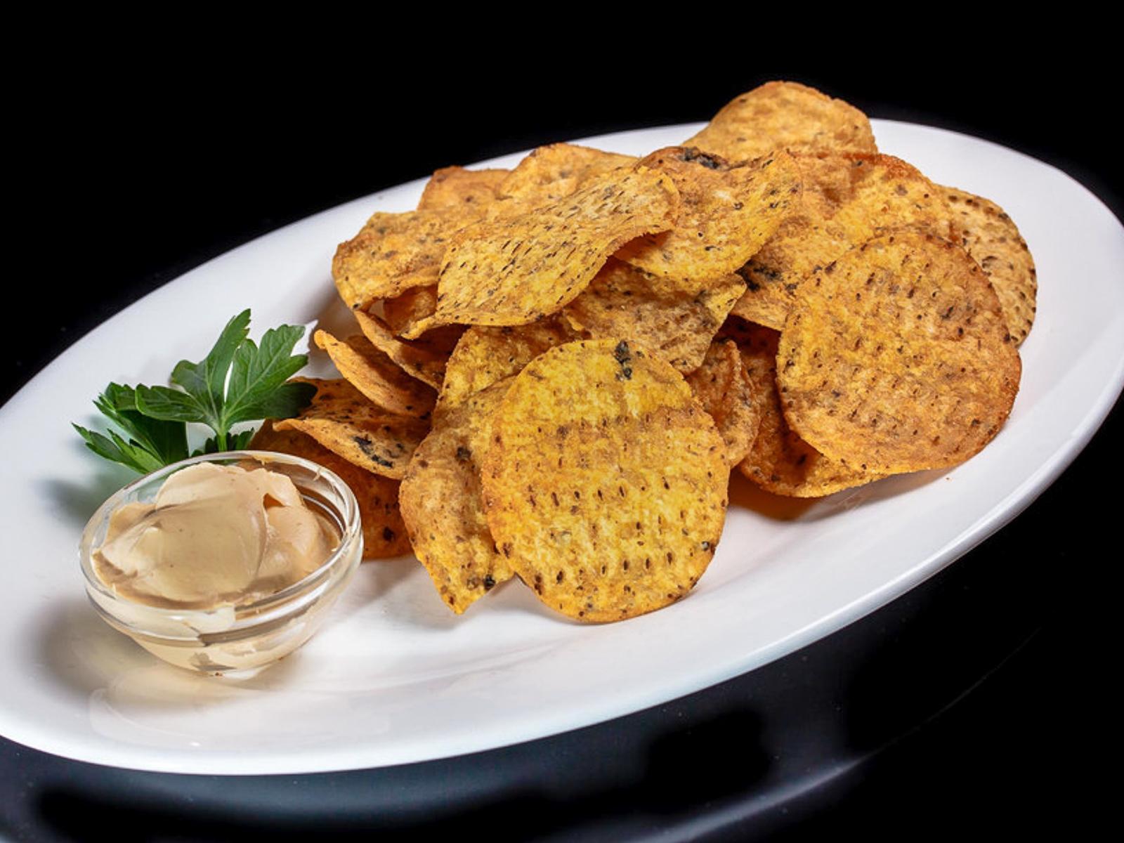Чипсы начос с сырным соусом