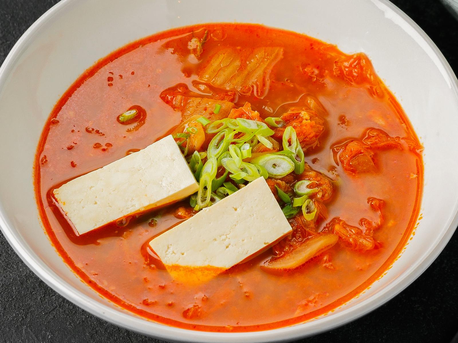 Острый суп Кимчи