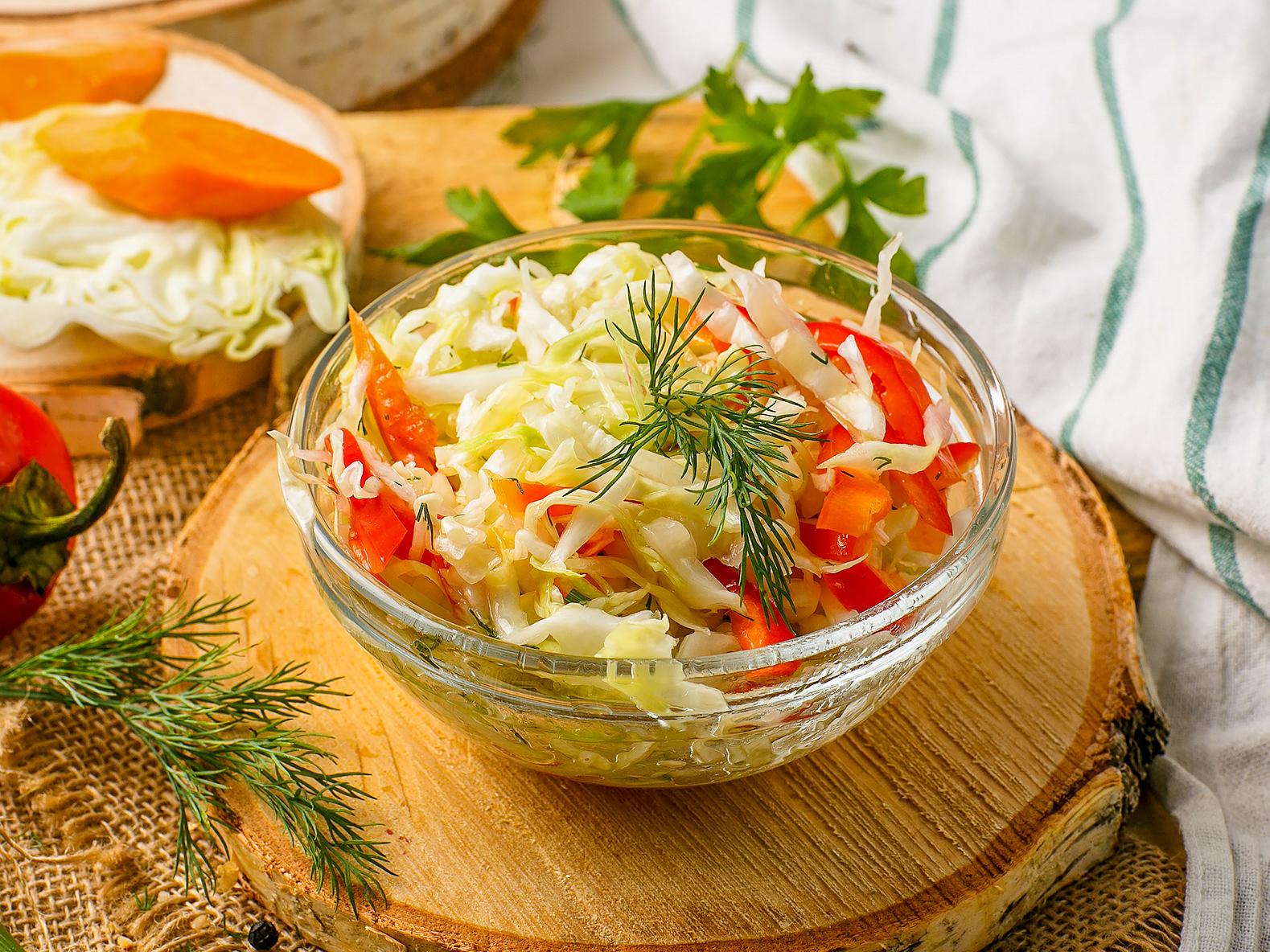 Салат капустный с перцем