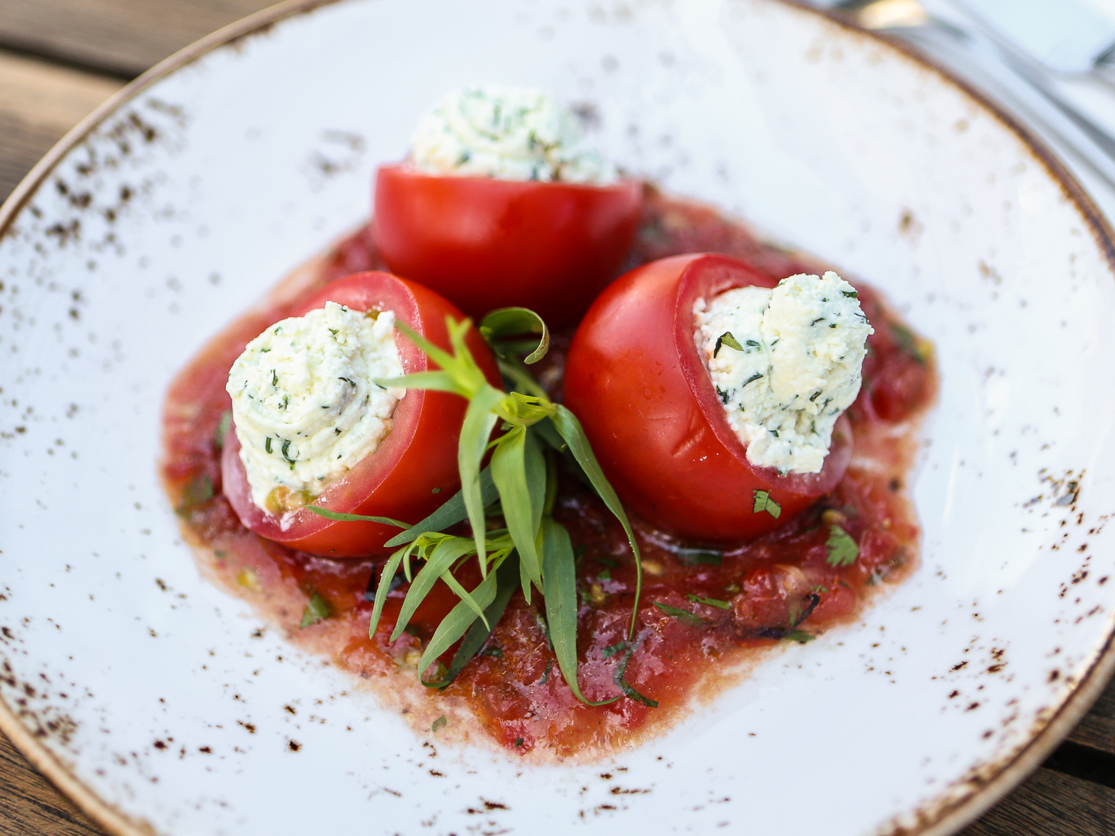 Бакинские помидоры фаршированные сыром Мотал