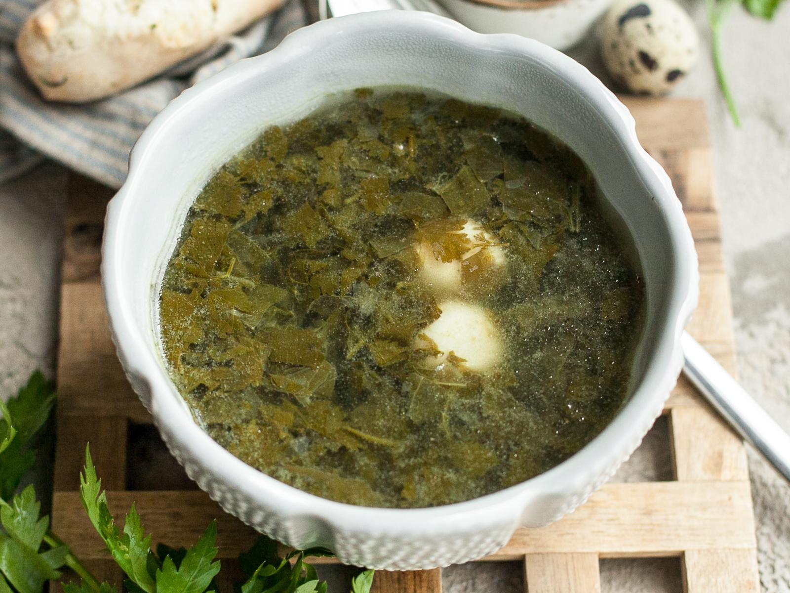 Щавелевый суп с перепелиным яйцом