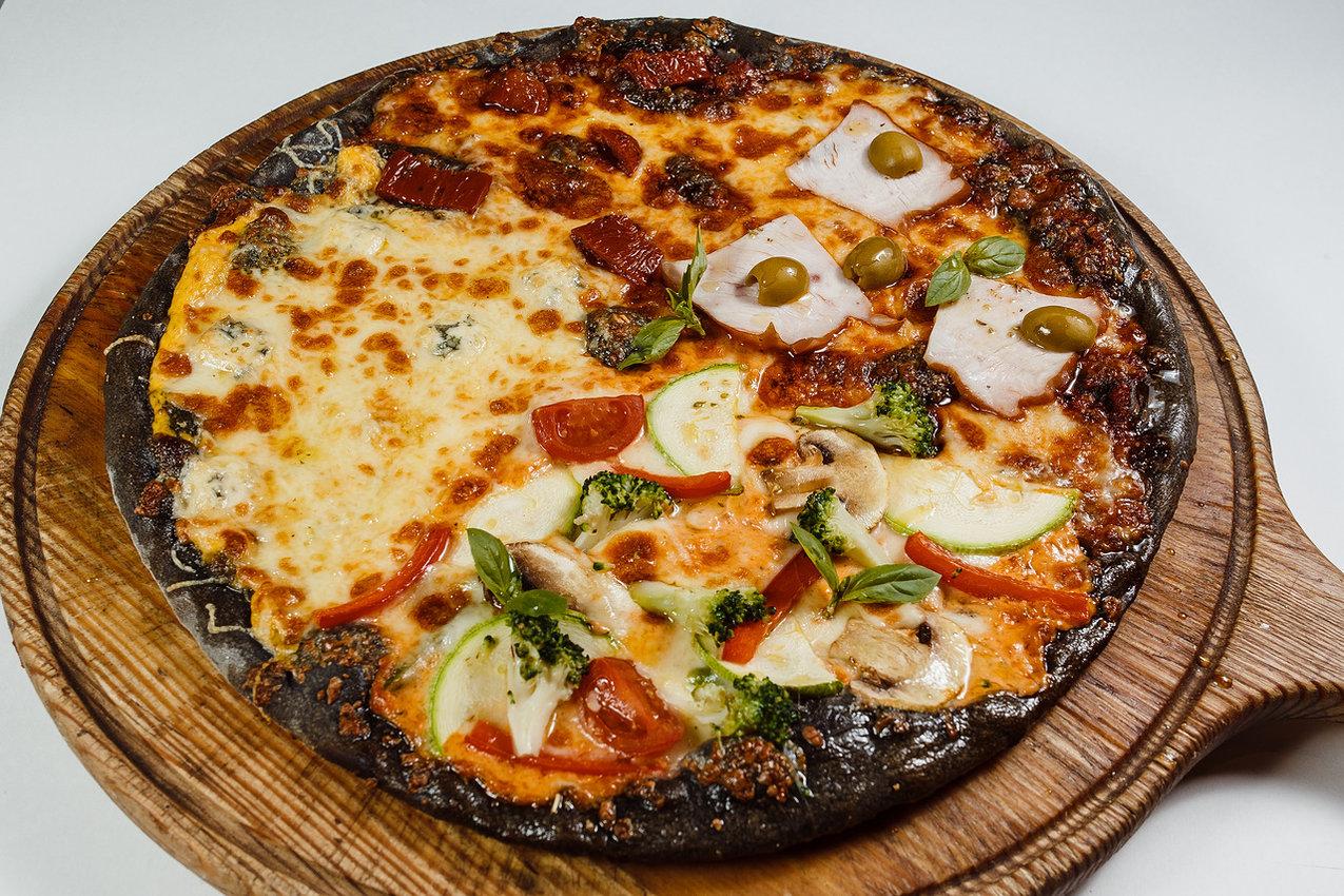 Пицца Четыре сезона на угольном тесте