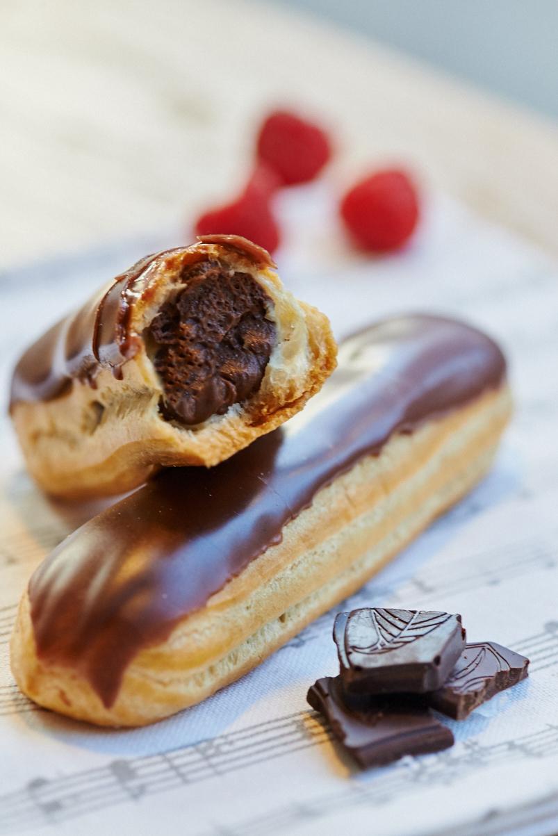 Эклер шоколадный