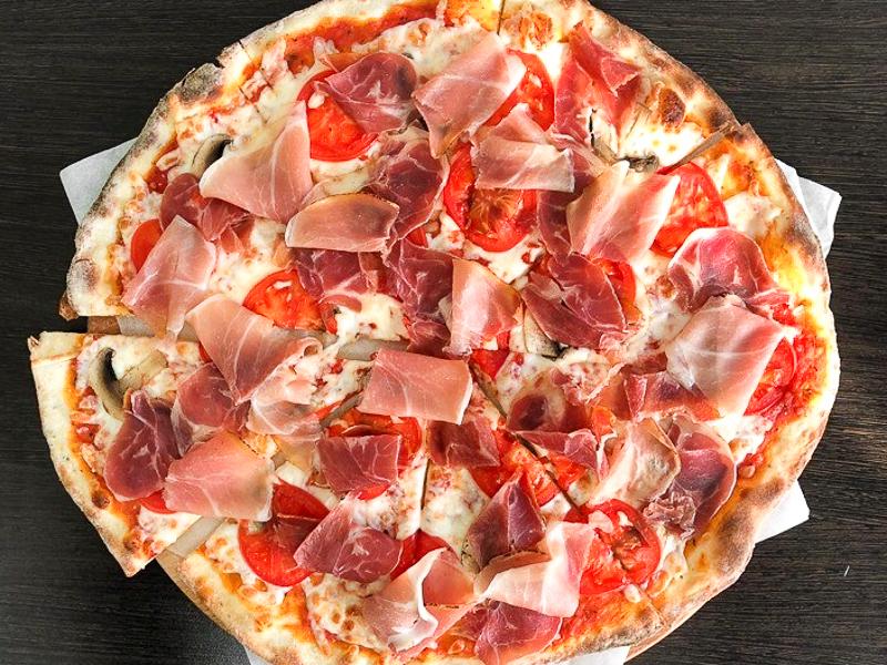 Пицца Прошутто в ресторане Хачапури & Кофе